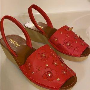 Adorable summer sandals never worn